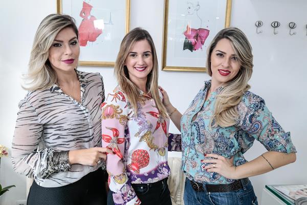 Alessandra Sidon, Katy Gangana e Anne Barros - Crédito: Gleyson Ramos/Divulgação