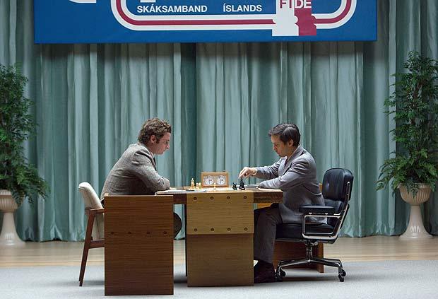 Liev Schreiber e Tobey Maguire em cena de 'O Dono do Jogo - Crédito: Divulgação do filme