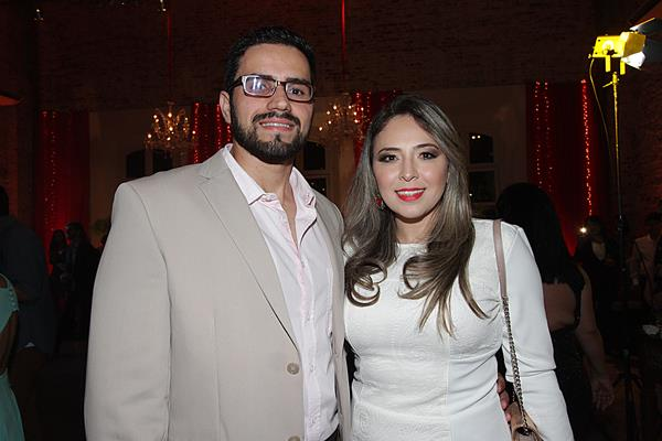 Paula Moura e noivo - Crédito: Roberto Ramos/DP