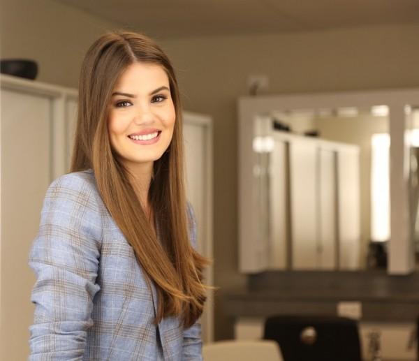 Camila Queiroz irá fazer dueto com Luan Santana no projeto - Foto: Carol Caminha/Gshow