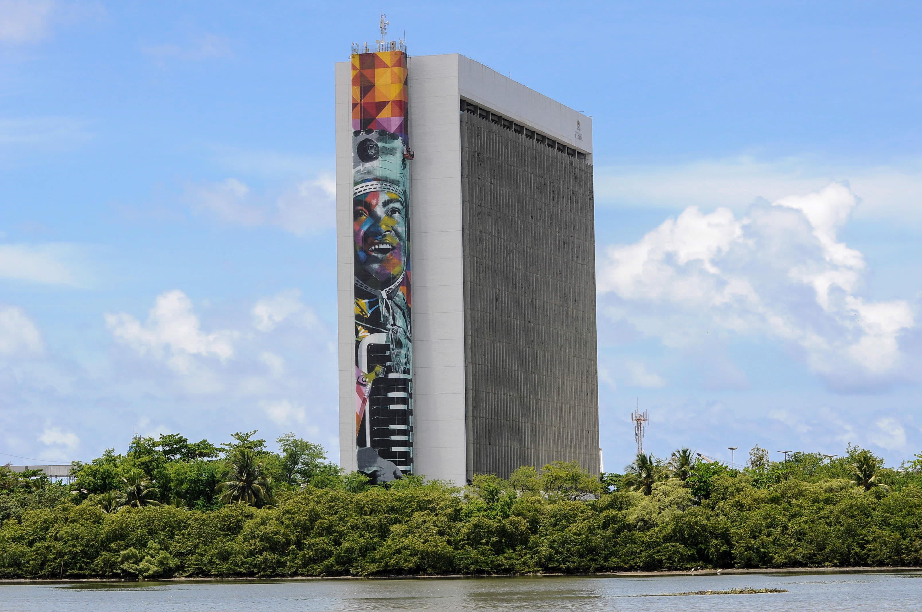 Mural de Eduardo Kobra, artista plastico, na sede da Prefeitura do Recife - Crédito: Irandi Souza/PCR