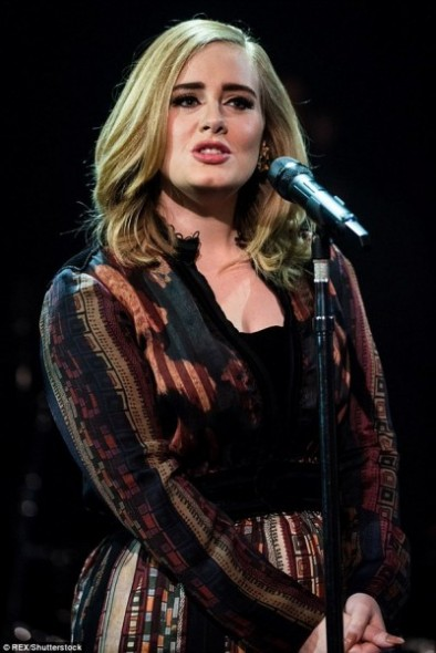 Adele - Crédito: Reprodução/Twitter