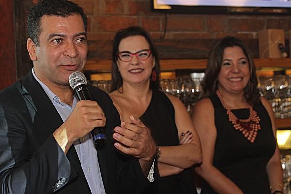 Pedro Ariel, Isabela Coutinho e Carla Cavalcanti - Crédito: Roberto Ramos/DP