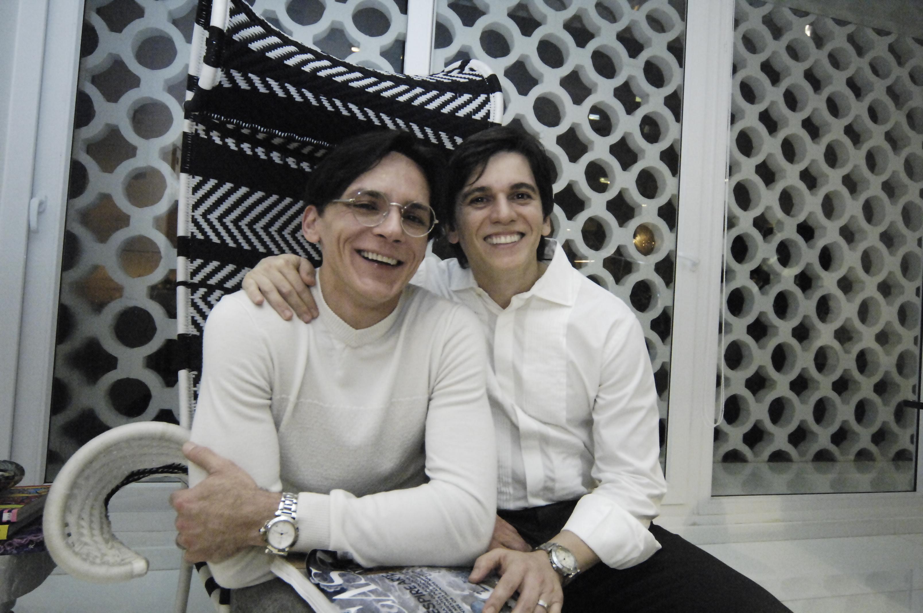 Zezinho e Turíbio Santos recebem Romero Britto - Crédito : Nando Chiappetta/DP