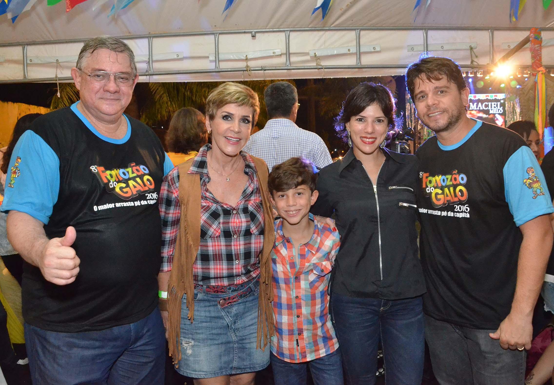 Rômulo Meneses, Ana Nery, Carla Asfora e Rodrigo Menezes com Marcelinho