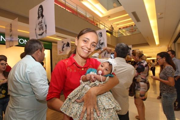 Jaime Pessoa da Silva, professora, mãe de Luana Vitória, com microcefalia. Crédito: Nando Chiappetta / DP