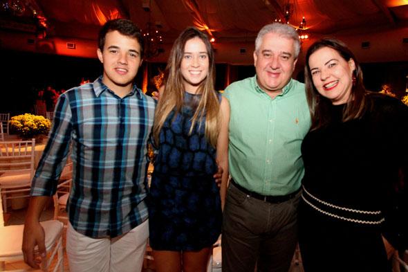 17/06/2016 - Credito: Nando Chiappetta/DP -BLOG JA - Baile dos Namorados, da Prefeitura do Recife.na foto - Rodrigo, Marina, Augusto Coutinho e Isabela