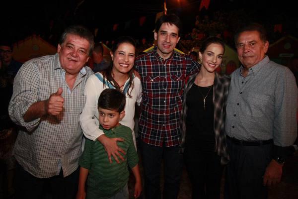 Sílvio Costa, Raquel Lyra com o filho, Cris e Sílvio Costa Filho e João Lyra Neto