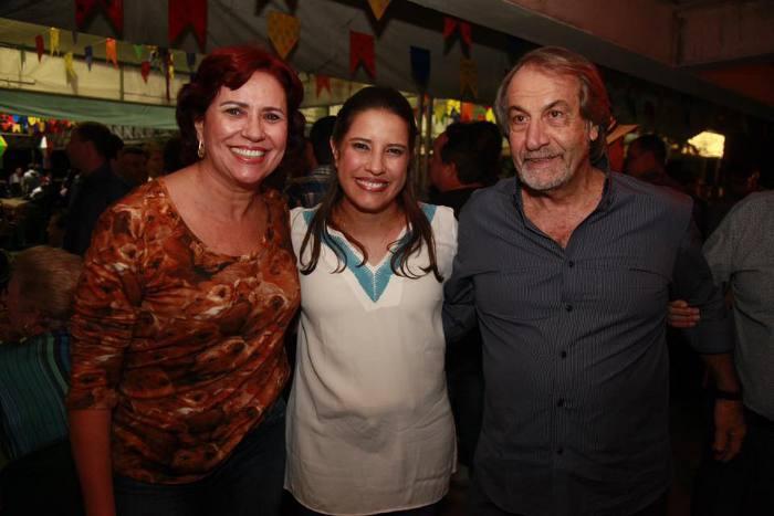 Raquel recebe Berenice e Cadoca Pereira