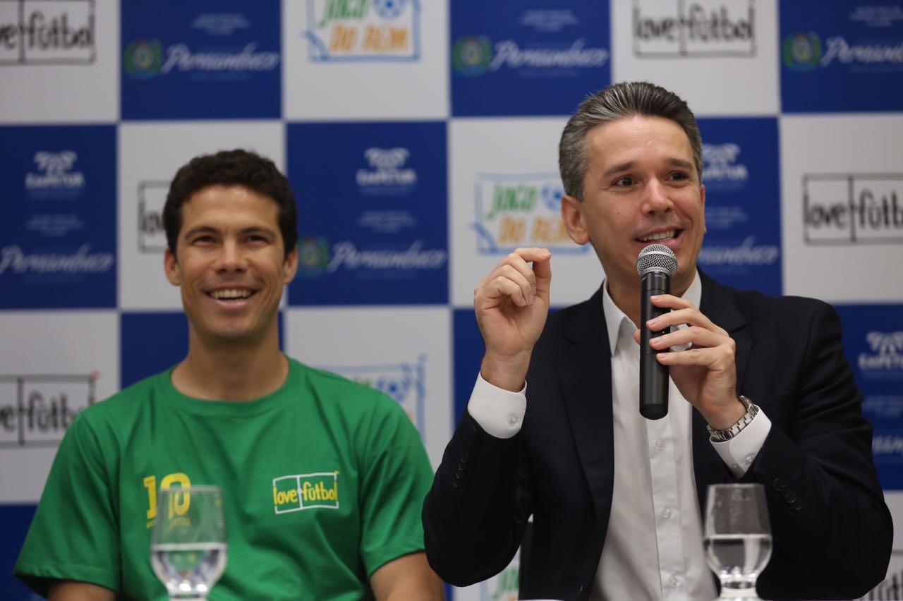 Hernanes e Felipe Carreras em coletiva de imprensa - Crédito: Secretaria de turismo do estado