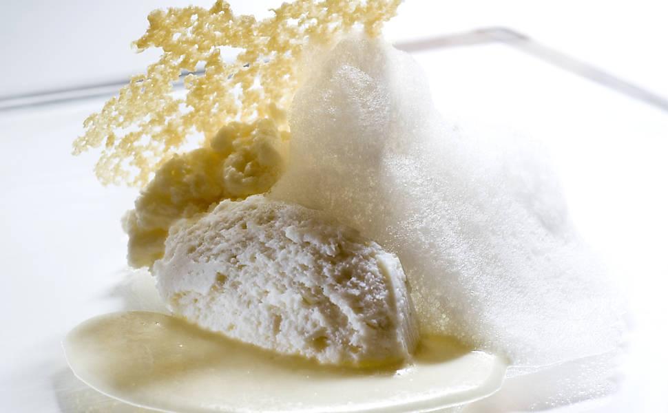Prato com cinco texturas de queijo parmigiano-reegiano, da Osteria Francescana  - Crédito: Divulgação