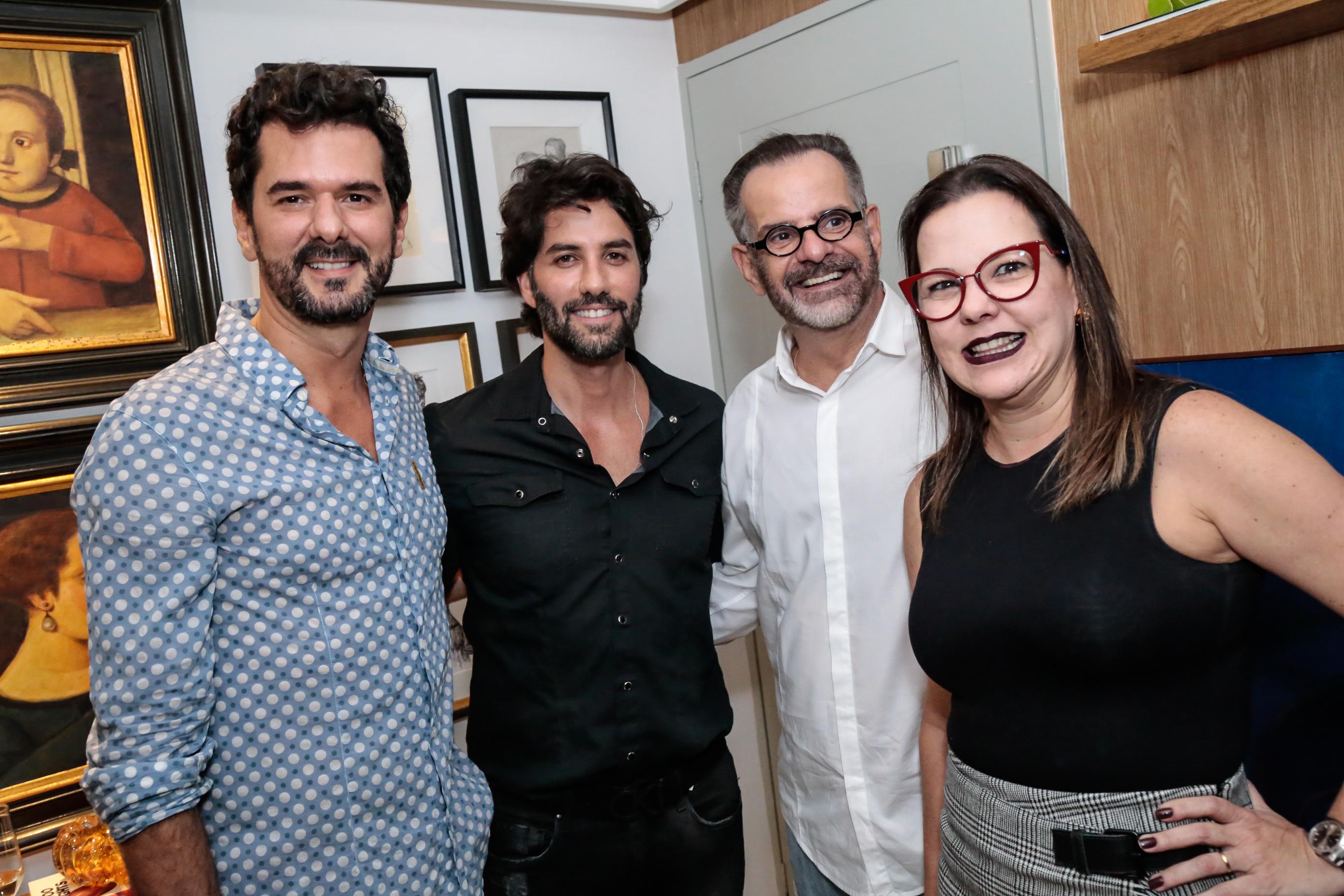 Tico Melo, André Carício, Eduardo Machado e Isabela Coutinho - Crédito: Gleyson Ramos/Divulgação