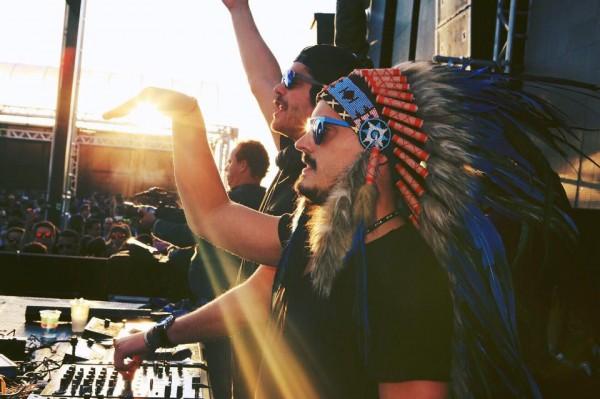 """Guga Guizelini é o """"índio"""" do duo Make U Sweat - Crédito: Divulgação/madnessforlife.com"""