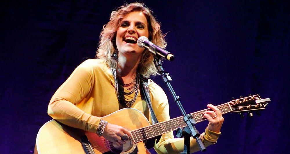 A cantora de MPB Isabella Taviani decidiu cantar em inglês para fazer uma homenagem ao duo americano The Carpenters - Crédito: Divulgação da artista