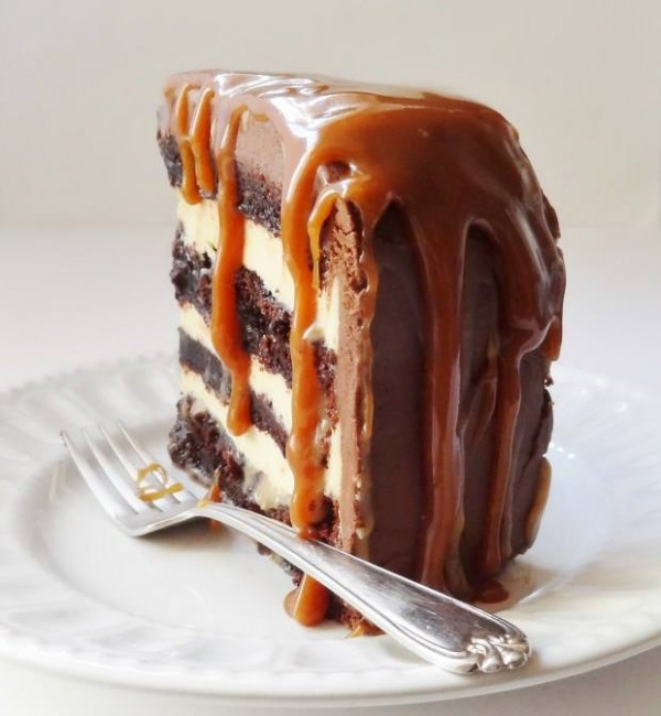 Torta de chocolate com caramelo salgado - Crédito: Reprodução/Facebook