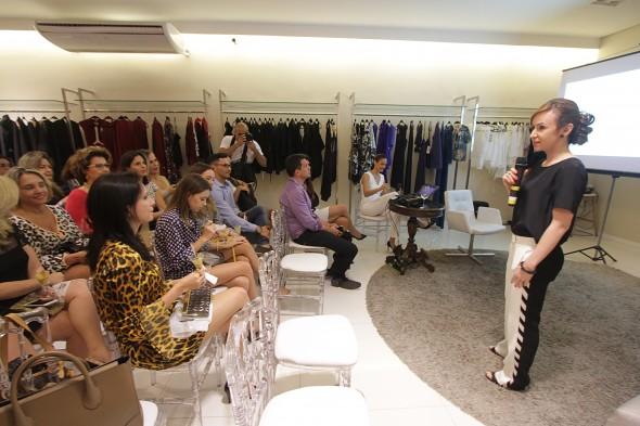 Dra Cláudia conversando com o público da Emporio HD. Crédito: Roberto Ramos/DP - BLOG/