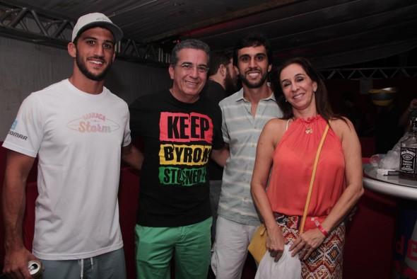 Henrique Gomes  assistiu ao show com a família. Crédito: Larissa Nunes/VagalumeComunicação