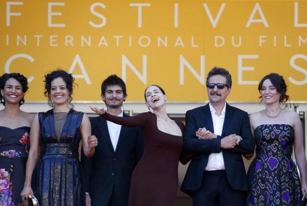 Equipe de Aquarius em Cannes - Crédito: Reprodução/Twitter