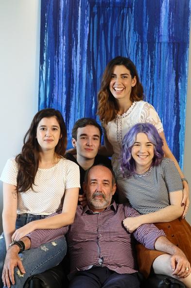 29/07/2016- Credito: Rafael Martins/ Esp. DP- BLOG JOAO ALBERTO- DIA DOS PAIS- Casa da blogueira Camila Coutinho com os irmaos e o pai, Marcelo Valenca.