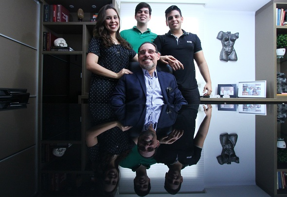 Fernando Basto com os filhos Amanda, Caio e Gabriel. Crédito: Peu Ricardo/Esp.DP