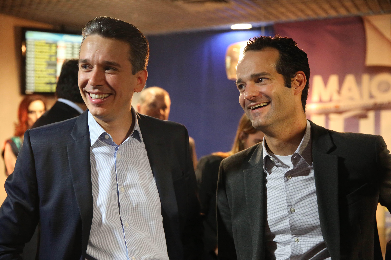 Felipe Carreras e Antonoaldo Neves em evento no Aeroporto dos Guararapes. Crédito: Hesíodo Goés / Divulgação