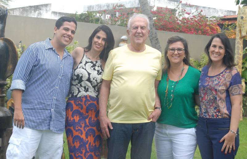 Jarbas com os filhos Jarbinhas, Ana, Andrea e Adriana