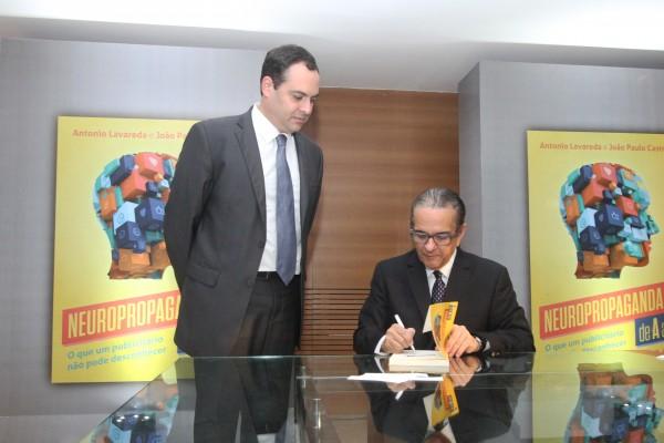 Paulo Câmara e Antônio Lavareda - Crédito: Nando Chiappetta/DP