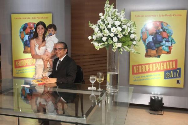 Giovana Paladin, Antônio Lavareda e João Antônio, seu neto - Crédito: Nando Chiappetta/DP