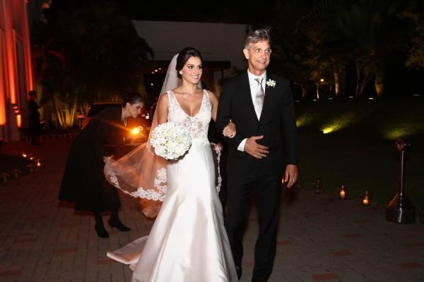 A noiva Luiza Costa e seu pai Fluvio Melo - Crédito: Roberto Ramos/DP