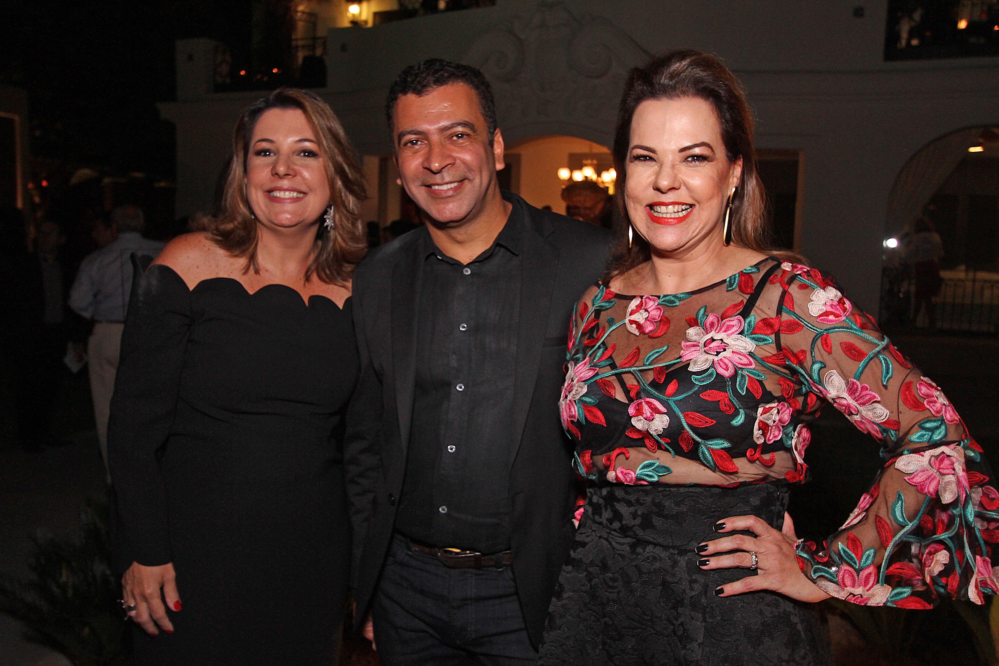 Carla Cavalcanti e Isabela Coutinho receberam o diretor da Casa Cor, Pedro Ariel  - Crédito: Roberto Ramos/DP