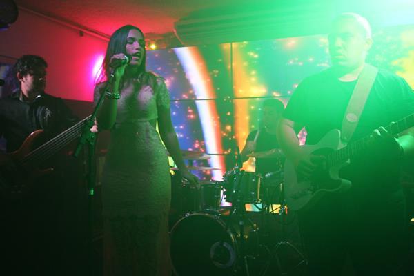 Leticia Bastos no palco - Crédito: Roberto Ramos/DP