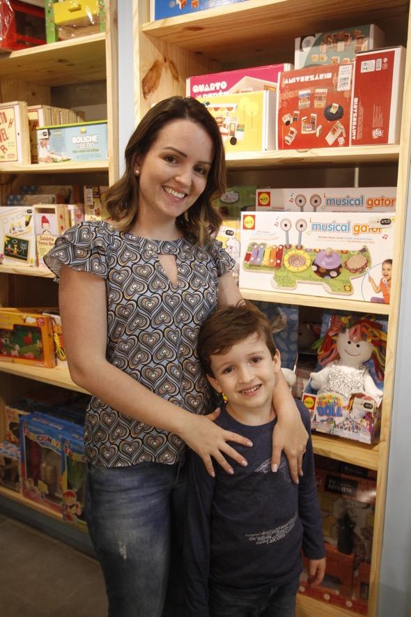 Mariana Lira e Davi. Crédito: Ricardo Fernandes / DP