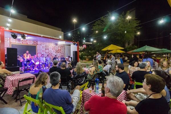 """Show da banda Pouca Chinfra no """"Sábados de Botequim"""" - Crédito: Divulgação/Shopping Recife"""