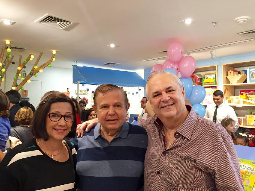 Joãob Alberto com os pais de Tatiana, Antônio e Maria teresa Sotero