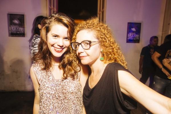A jornalista Sarah Falcão com a amiga Cláudia Aires - Crédito: Lana Pinho/Divulgação