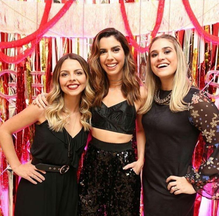 Team GE: Camila Coutinho ao lado de Andressa e Carol Vaisman - Crédito: Divulgação/Garotas Estúpidas