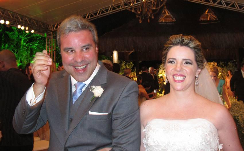 Os noivos Marcelo Lannes e Renata Figueiredo Alves