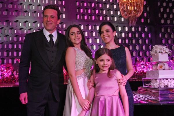 Augusto, Isabela, Beatriz e Cacau Acioli - Crédito: Roberto Ramos/DP