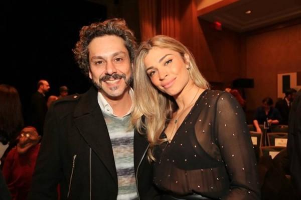 Alexandre Nero e Grazi Massafera já estão em NY - Crédito: Reprodução/Twitter