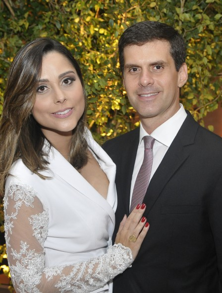 Presidente da Ademi Carlos Tinoco ao lado da esposa Vanessa. Crédito: Divulgação