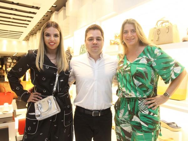 Juliana Pontes, Diego Alvarez e Manoela Soares - Crédito: Nando Chiappetta/DP