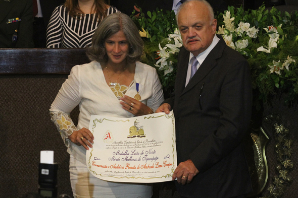 Renata Campos recebe mérito Mulheres Jejucupapo -Crédito: Roberto Ramos/DP