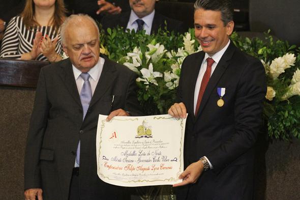 Felipe Carreras recebe mérito Turismo Governador Carlos Wilson - Crédito: Roberto Ramos/DP