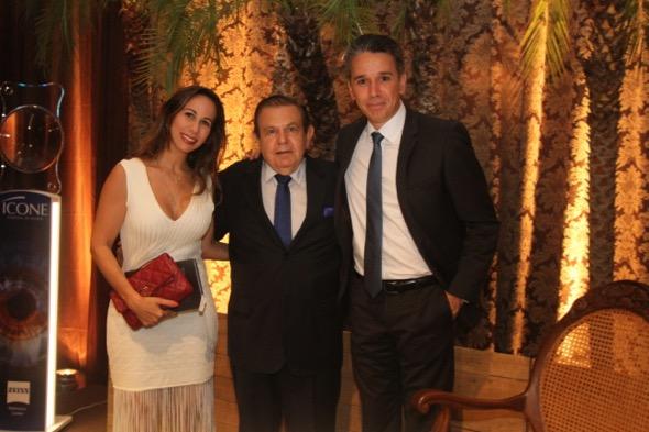 Fabiana e Felipe Carreras com João Alberto. Crédito: Ricardo Fernandes / DP