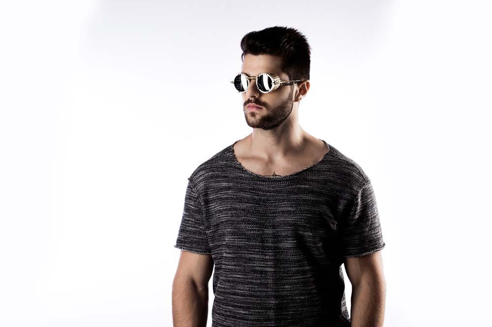 DJ Alok lança coleção de óculos durante o carnaval de Olinda   João ... e183361045