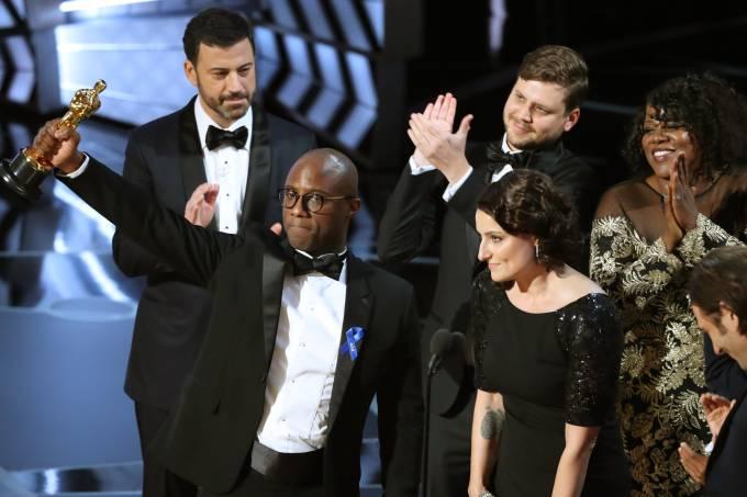 """O diretor de """"Moonlight"""" após a correção do prêmio - Crédito: Reprodução/Twitter"""