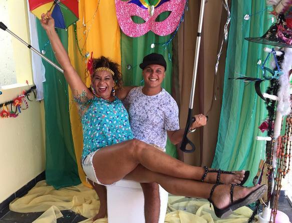 Solange Couto passa temporada no Janga e em Maria Farinha com o marido Jamerson Andrade. Na foto, um registro deles curtindo o carnaval pernambucano - Crédito: Reprodução do Instagram
