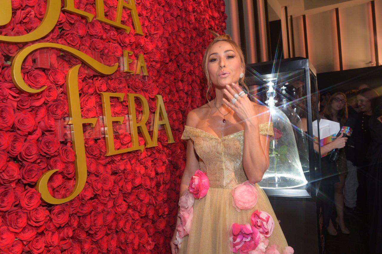 Sabrina Sato usou look inspirado no vestido da personagem Bela, do filme A Bela e a Fera - Crédito: Glamour/Divulgação