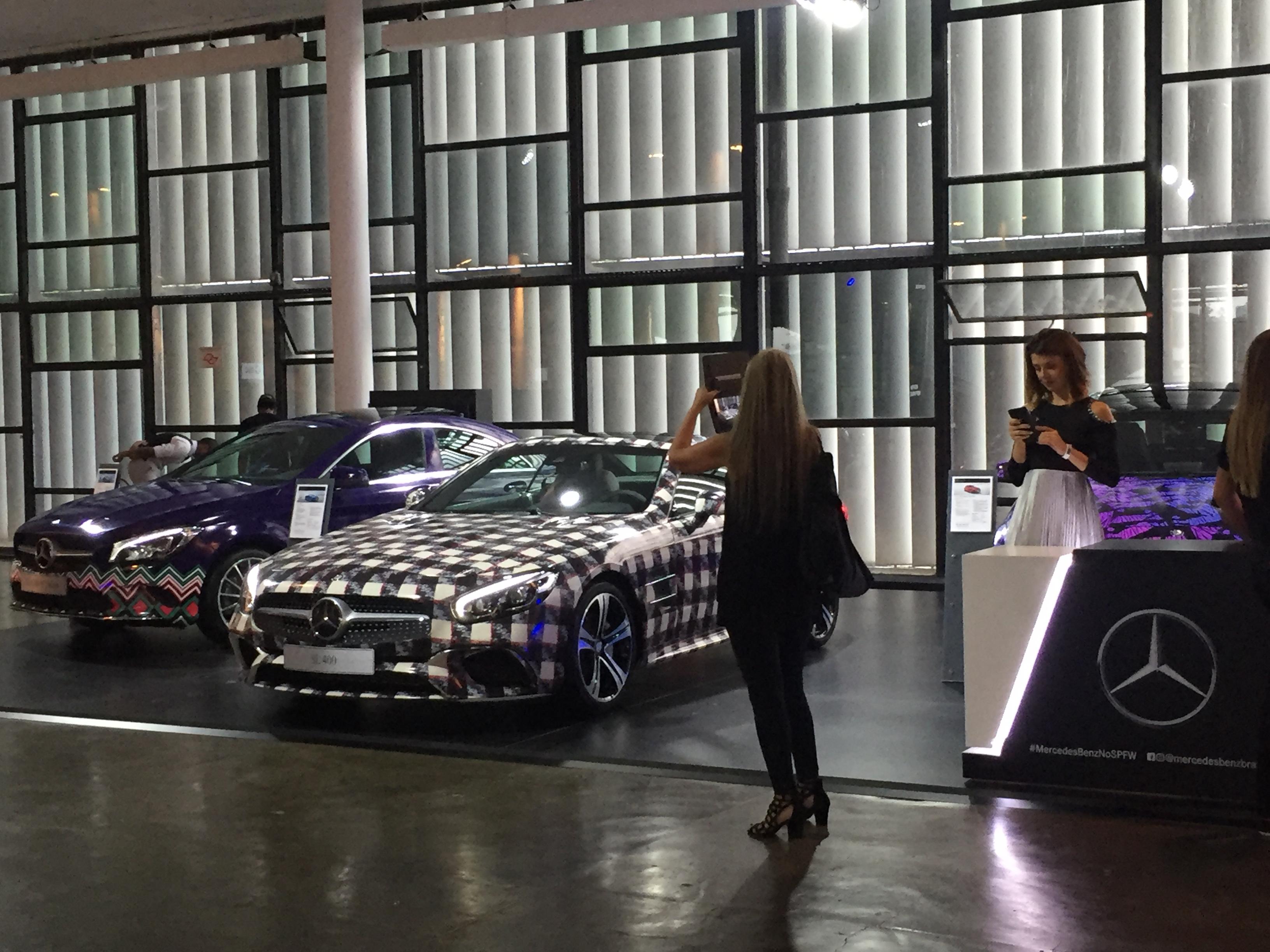 Ação da Mercedez com carros estampados - Crédito: Thayse Boldrini/DP