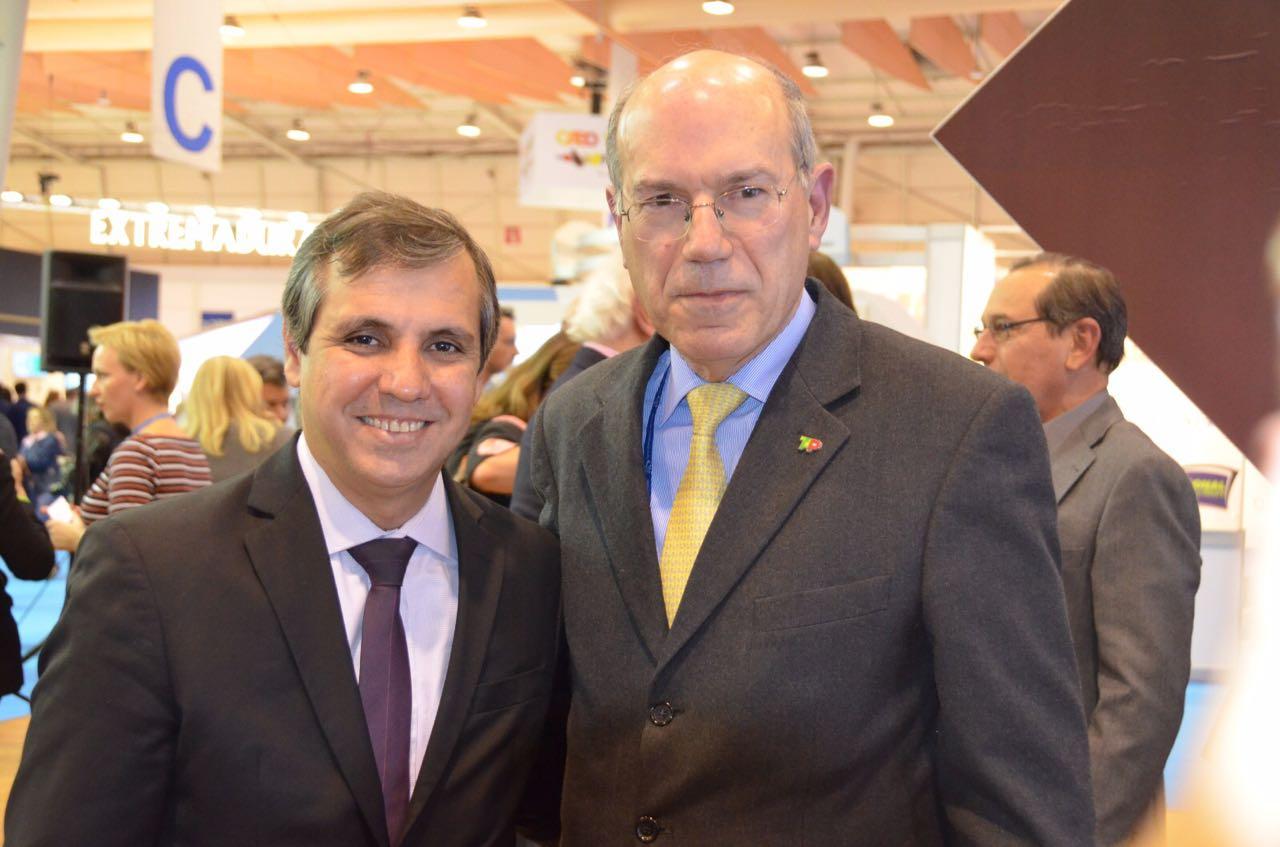 Adailton Feitosa e o presidente da TAP, Fernando Pinto - Crédito: Divulgação/Empetur